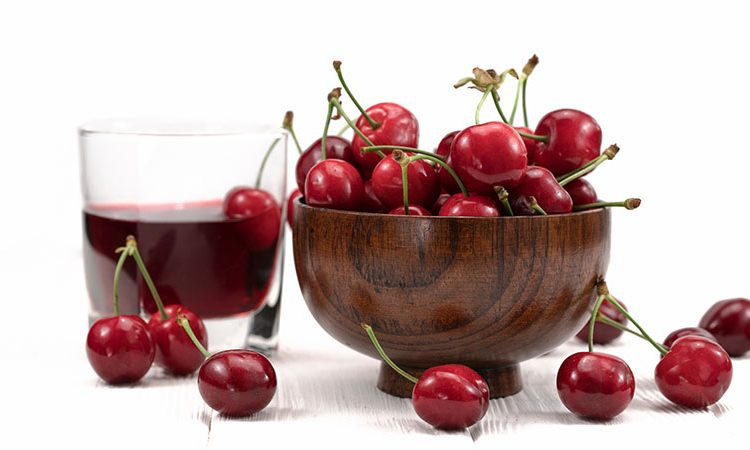 Cherries in a bowl for muscle recovery